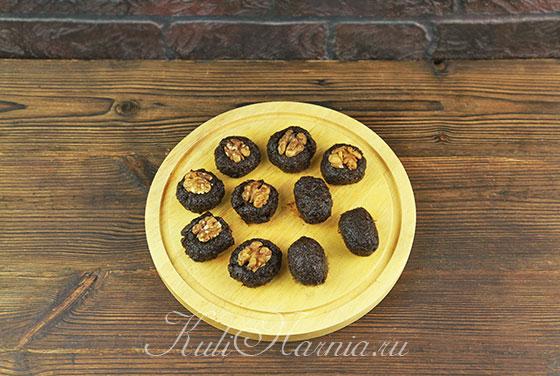 Добавляем грецкий орех в конфету