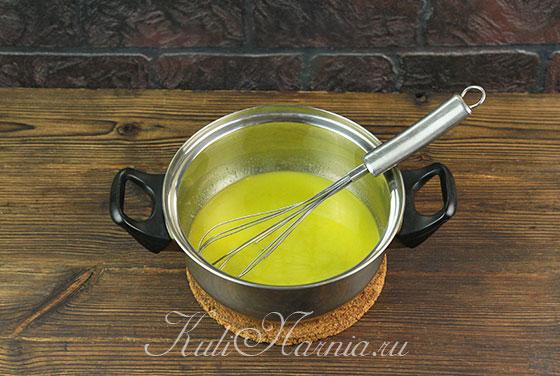Масло, сахар и мед соединяем в кастрюле
