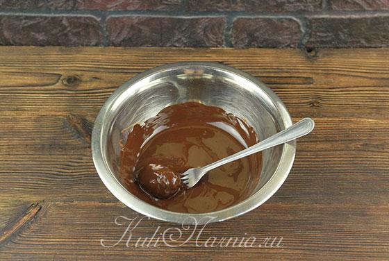Окунаем конфету в шоколад