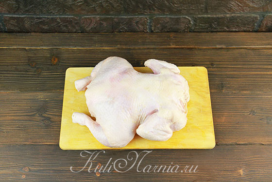Натираем курицу солью