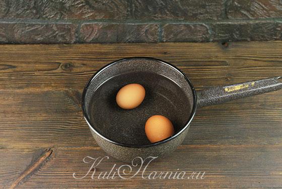 Отвариваем куриные яйца для майонеза