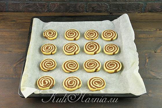 Ставим печенье в духовку