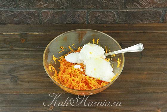 Частями переносим белки к моркови