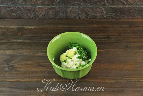 Добавляем зелень в творожный сыр