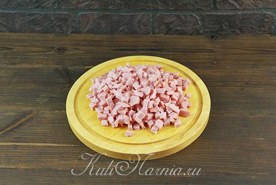 Измельчаем вареную колбасу