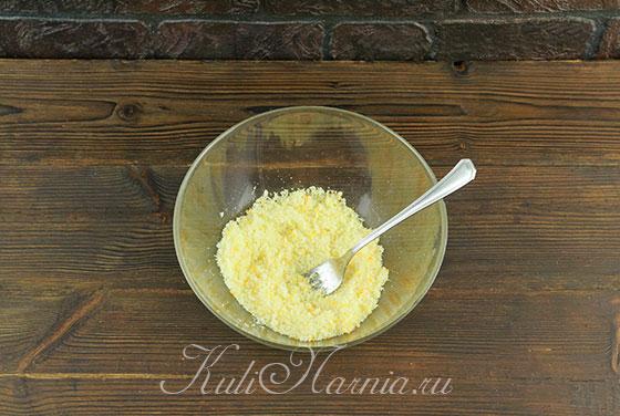 Соединяем апельсиновую цедру и сахар