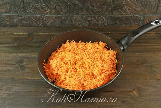 Тушим порезанную морковь