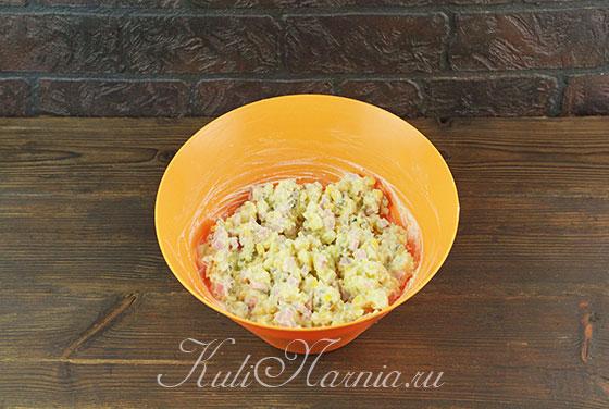 Заправляем салат Крыса майонезом