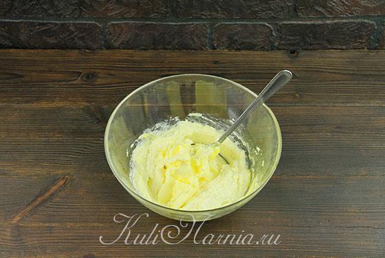 Добавляем мягкое масло в творожное тесто