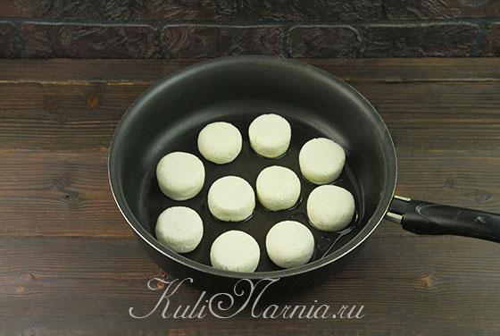 Отправляем идеальные сырники на сковороду