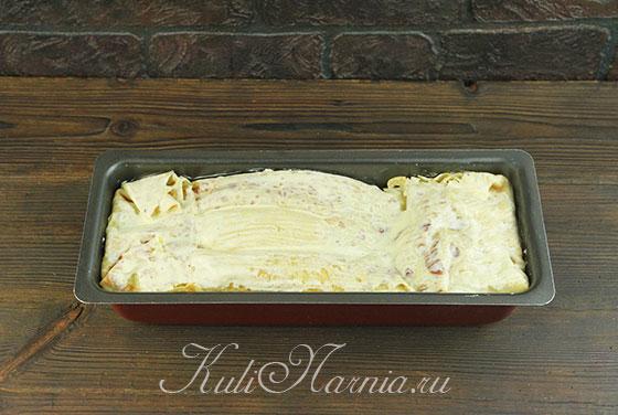 Выливаем остатки заливки на блинный пирог
