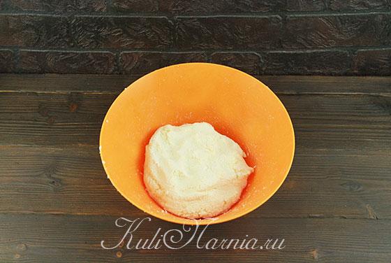 Вымешиваем творожную смесь для сырников