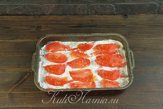 Нарезаем помидор и выкладываем в форму