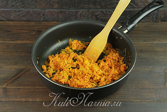 Пропариваем луково-морковную смесь