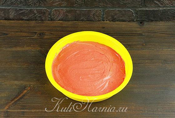 Выкладываем окрашенное тесто в форму