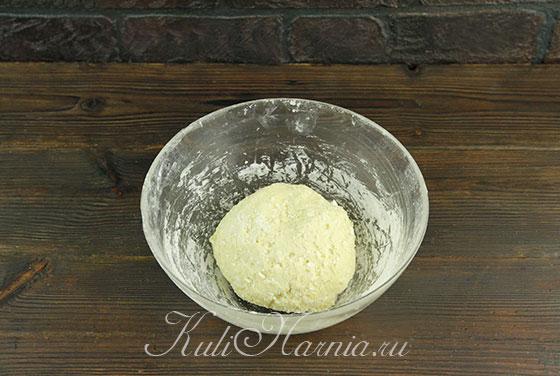 Замешиваем творожное тесто для пиццы