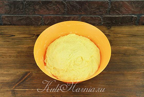Месим тесто для кулича вручную