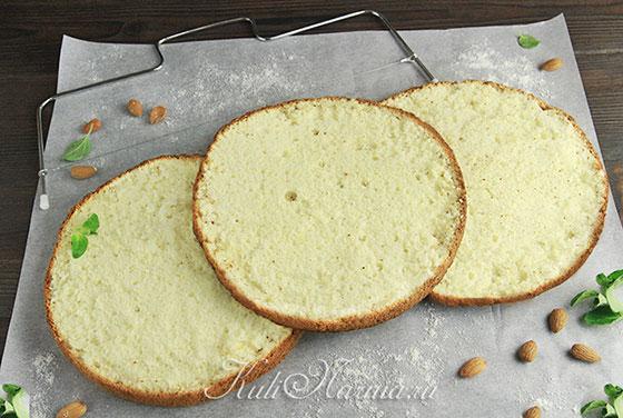 Миндальный бисквит готов