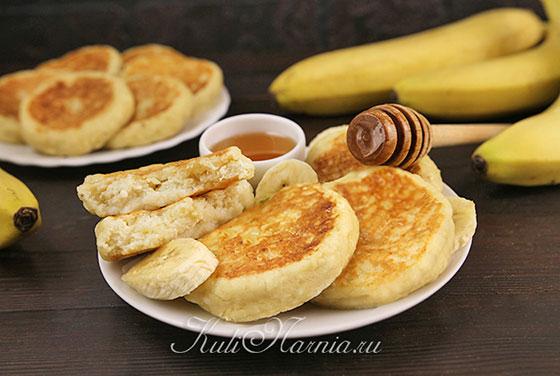 Сырники с бананом и творогом готовы