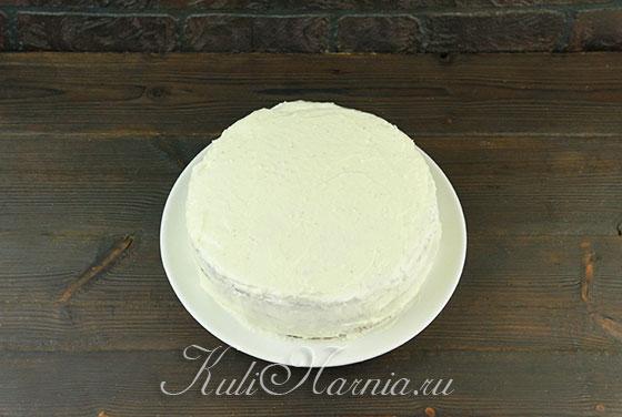 Выкладываем остальные коржи кокосового торта