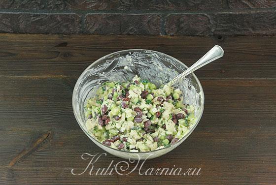 Заправляем салат с фасолью и курицей майонезом