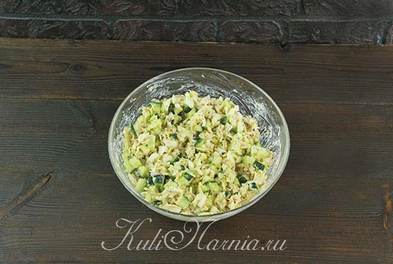 Заправляем салат с тунцом