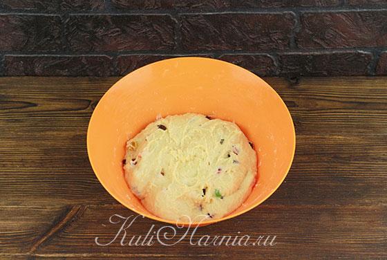 Добавляем в тесто для кулича цукаты и сухофрукты