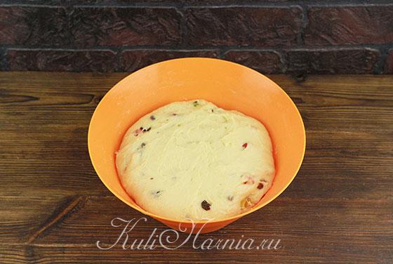 Ставим тесто для кулича на кефире в тепло
