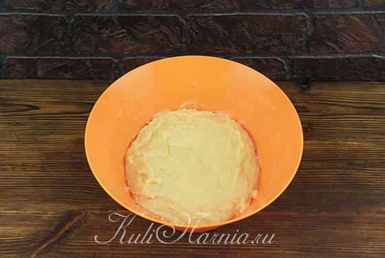 Замешиваем тесто для кулича на кефире