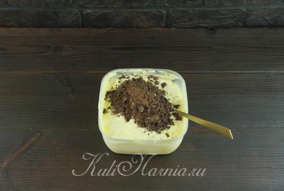 Добавляем шоколад в апельсиновое мороженое