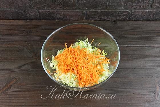 Добавляем морковь к кабачкам