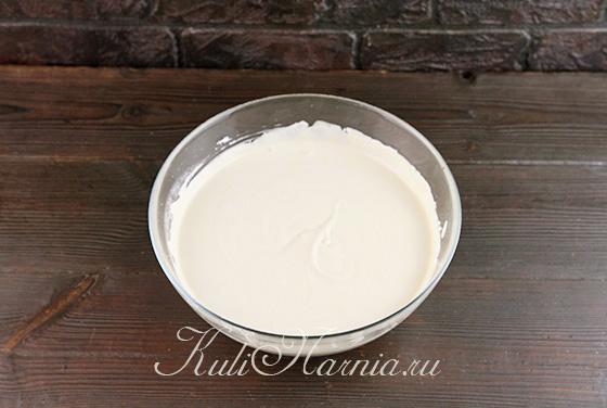 Перемешиваем кофейный крем со сливками
