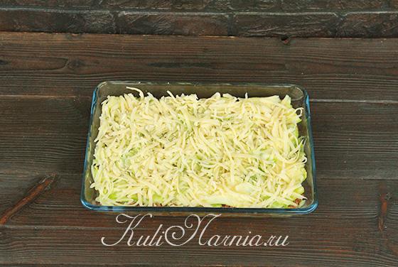 Посыпаем запеканку сыром