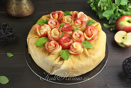Блинный торт с яблоками готов