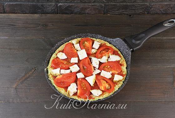 Выкладываем индейку на пиццу