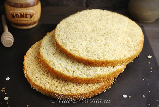 Медовый бисквит на кефире готов