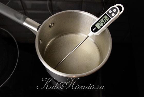 Ставим сахар на плиту