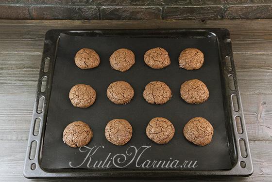 Ставим шоколадное печенье в духовку