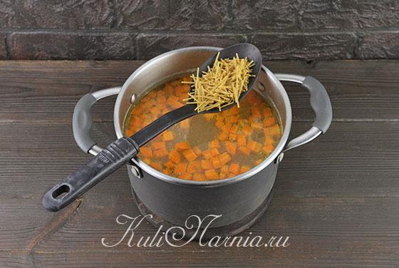 Добавляем спагетти в суп