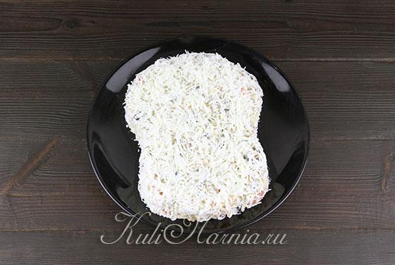 Покрываем салат белками