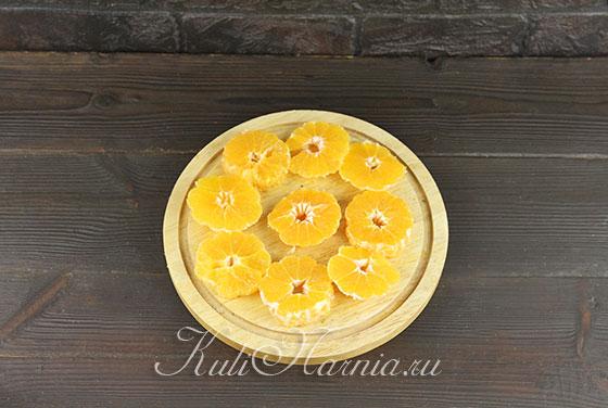 Разрезаем мандарины поперек