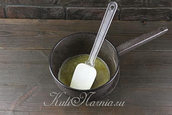 Добавляем к муке сливочное масло
