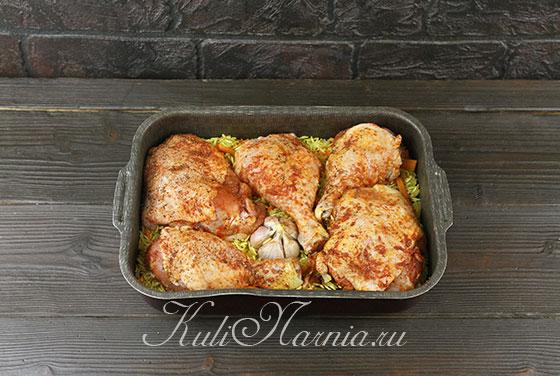 Выкладываем на рис курицу