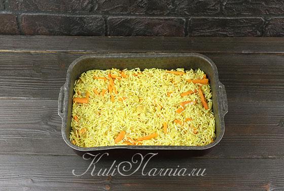 Выкладываем рис в форму для запекания