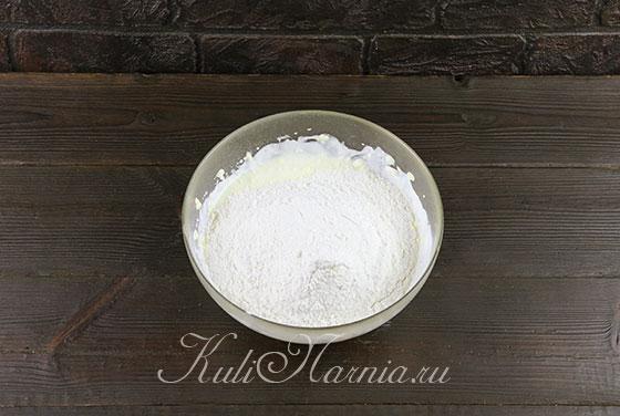 Добавляем муку и соль