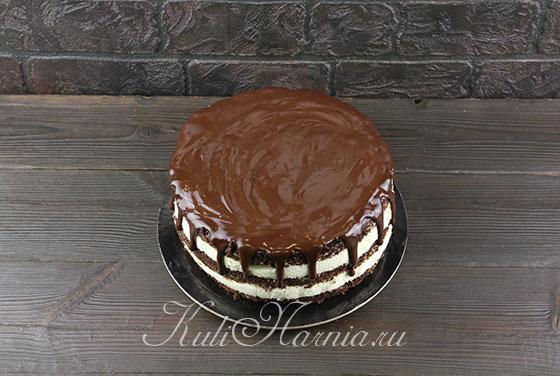 Наносим глазурь на торт