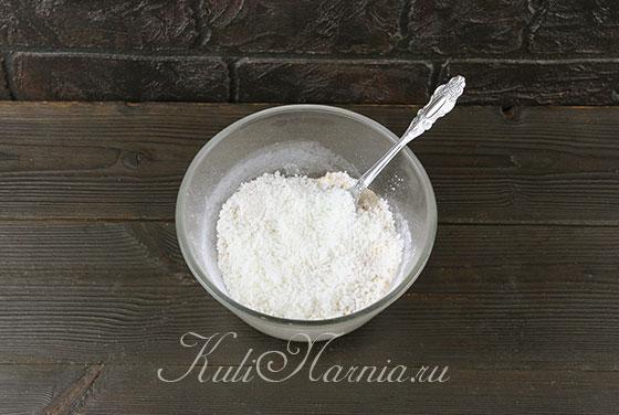Добавляем к миндалю кокосовую стружку