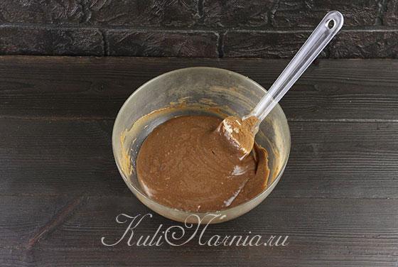 К половине теста добавляем какао