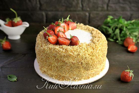 Оформляем торт клубникой
