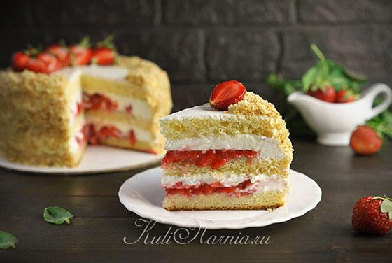 Торт с маскарпоне и клубникой готов